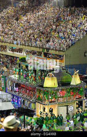"Rio De Janeiro, Brasilien. 16. Februar, 2015.Samba Schule ""Mocidade Independente de Padre Miguel"" beginnt seine - Stockfoto"