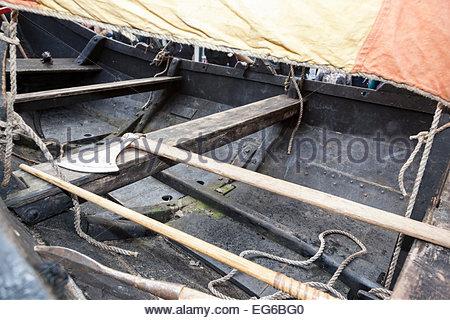 Wikinger Axt und Belag der langen Wikingerschiff (Nachbau) Jorvik Viking Festival York North Yorkshire England UK - Stockfoto