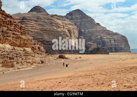 Jordanien-Wadi Rum Wüste. Bereich der monolithischen rockscapes - Stockfoto