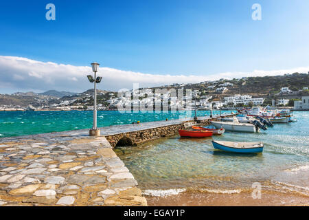 Hafen von Hora mit bunten Fischerboote auf der griechischen Insel Mykonos, Griechenland, Europa - Stockfoto