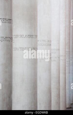Säulen auf dem Weg der Menschenrechte anzuzeigen, Straße der Menschenrechte, vor dem Museum der Kulturgeschichte, - Stockfoto