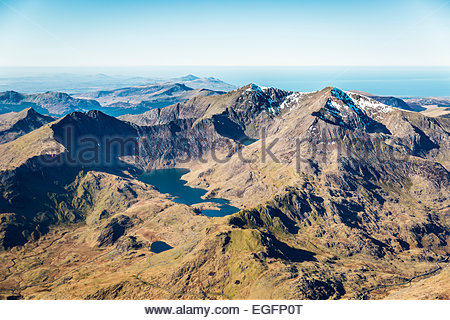 Luftaufnahme des Llyn Llydaw und Snowdon Gipfel. - Stockfoto