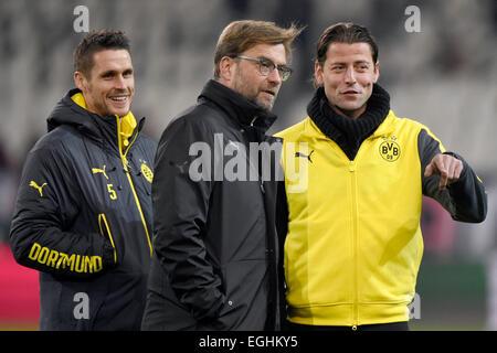 Turin, Italien. 24. Februar 2015. Die Dortmunder Spieler Sebastian Kehl (L-R), Cheftrainer Jürgen Klopp und Torhüter - Stockfoto