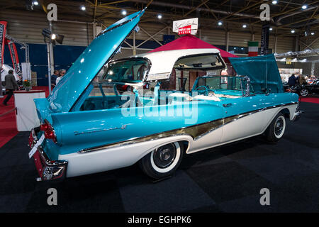 Full-size Car Ford Fairlane 500 Skyliner, 1959. Schwarz / weiß - Stockfoto