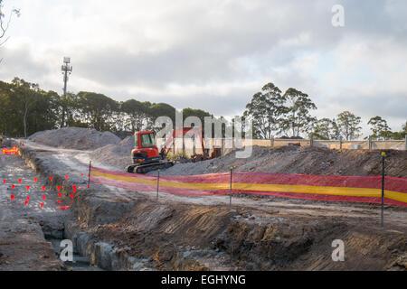 die Bauarbeiten im Gange in Sydneys Nordstrände neue Krankenhaus Warringah unterwegs, neben Wald - Stockfoto