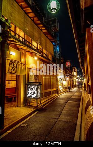 Einen ruhigen Abend in lebhaft Gasse in Kyoto, Japan - Stockfoto