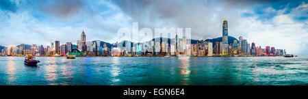 Hongkong Skyline Panorama aus über Victoria Harbour. - Stockfoto
