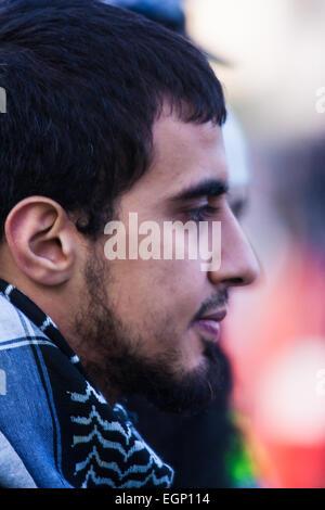 Regents Park Moschee, London, UK. 27. Februar 2015. Eine kleine Gruppe von radikalen Islamisten demonstrieren nach - Stockfoto