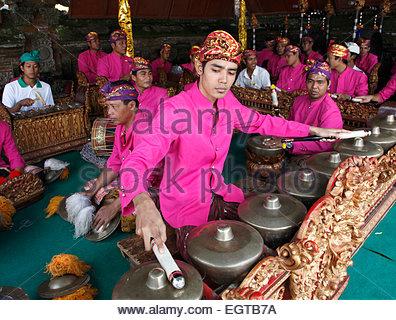 Indonesien, Bali, Mas, Tempelfest, Gamelan Musiker, Odalan, Kuningan Urlaub, - Stockfoto