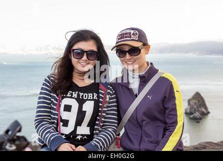 2, 2, asiatische Frauen, posieren für Fotos, Touristen, Besucher, Besuch, nördlich der Golden Gate Bridge, Vista - Stockfoto