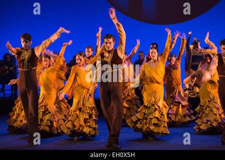 """Fototermin für Ballet Nacional de España. Das Unternehmen führt """"Feria"""", die Eröffnungssequenz des Stückes """"Suite - Stockfoto"""