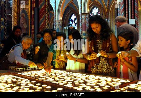 Ethnische Tamilen aus ganz Europa auf einer Wallfahrt in die Basilika von Santa Maria in Kevelaer, Nordrhein-Westfalen, - Stockfoto