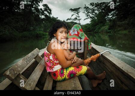 Panama, Darien Provinz Darien National Park, Weltkulturerbe der UNESCO, Embera Indianergemeinde, Porträt einer indigenen - Stockfoto