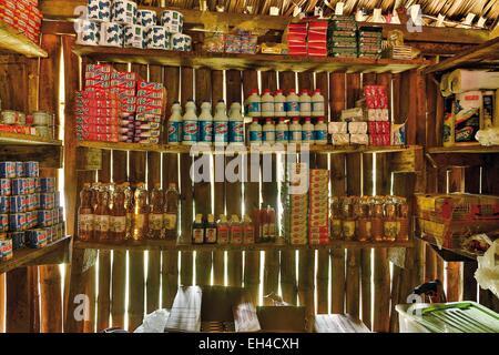 Panama, Darien Provinz Darien National Park als Weltkulturerbe der UNESCO, Embera Indianergemeinde aufgeführt, Essen reservieren einer Embera-Familie