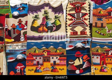 Ecuador, Cotopaxi, Zumbahua, das Dorf von Zumbahua Markttag, Einzelhandel Handwerk dekorative Abdeckungen für Touristen - Stockfoto