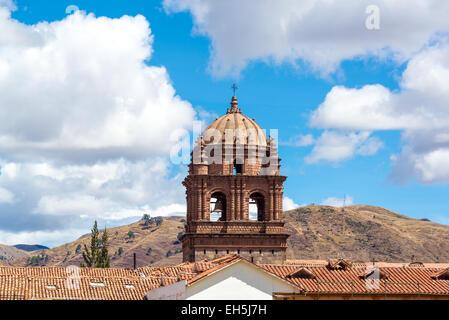Blick auf den Turm von Santo Domingo-Kirche in Cuzco, Peru - Stockfoto