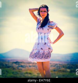 Frau trägt Sommerkleid - Stockfoto
