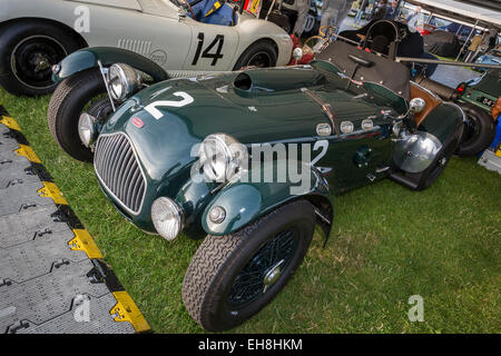 Allard J2 1951 im Fahrerlager bei 2014 Goodwood Revival, Sussex, UK. Fordwater Trophy-Teilnehmer. - Stockfoto