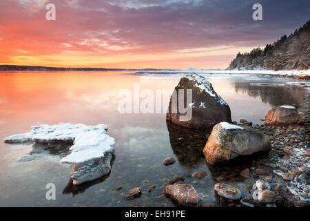Wintermorgen am Ofen in Råde Kommune, Oslofjorden, Østfold Fylke, Norwegen. - Stockfoto