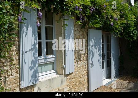 garten vor dem haus von einem franz sischen landhaus stockfoto bild 49709476 alamy. Black Bedroom Furniture Sets. Home Design Ideas