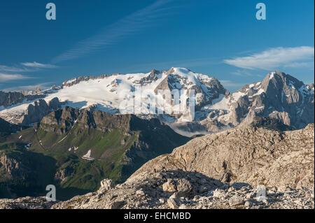 Mt Marmolada 3343 m, Blick von der Sellagruppe, Dolomiten, Buchenstein del Col di Lana, Trentino, Veneto, Italien - Stockfoto