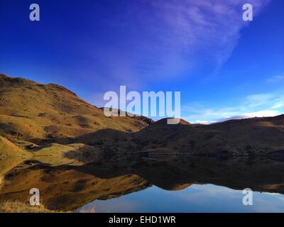 Ein Frühling Sonnenaufgang über eine Seenplatte Tarn - Stockfoto
