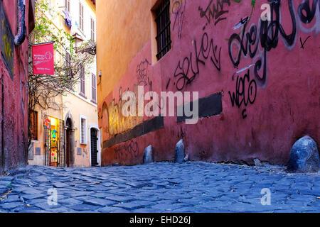 Graffiti an den Wänden des Vicolo del Bollo, Rom, Italien - Stockfoto