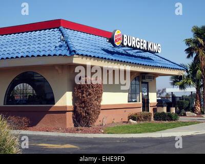 Burger King Schnellrestaurant entlang der Interstate i-5, Central Valley, Kalifornien, USA - Stockfoto