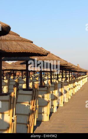 Stroh Sonnenschirme - Stockfoto