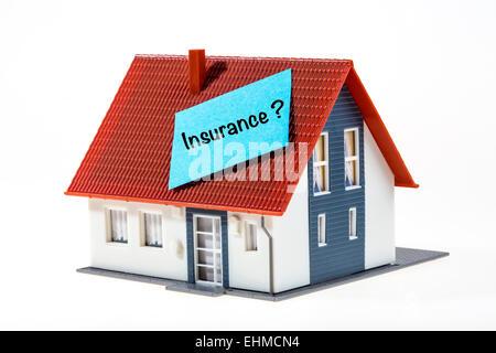 Symbolisches Bild, Haus mit ein Post-It Note, Versicherung - Stockfoto