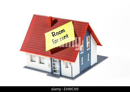 Symbolisches Bild, Haus mit ein Post-It Note, Zimmer zu vermieten - Stockfoto