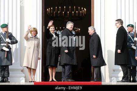 Berlin, Deutschland. 16 Mär, 2015. Präsident der Deutschen Gauck joachin, begrüßt petro Poroschenko, Präsident der - Stockfoto