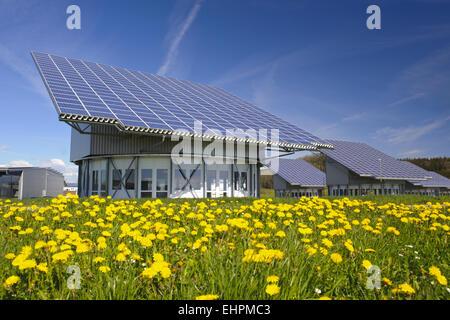 solaranlage auf einer wiese deutschland schleswig holstein geesthacht stockfoto bild. Black Bedroom Furniture Sets. Home Design Ideas
