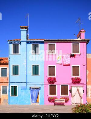 Bunte Häuser in Insel Burano, kleinen Fischerdorf in der Lagune von Venedig. - Stockfoto