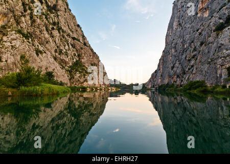 Canyon der Cetina Fluss in der Nähe von Omis, Kroatien - Stockfoto