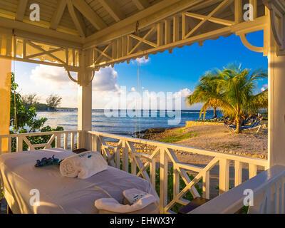 Strandhaus karibik  Karibik Runaway Bay Jamaika Meer Küste Küste Ozean bunte Schatten ...