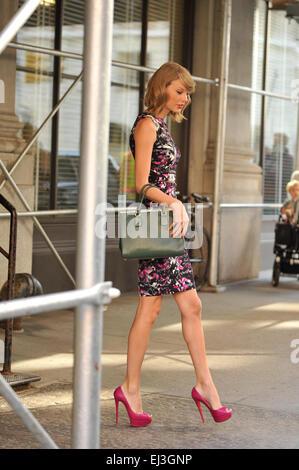 Taylor Swift verlassen ihrer Wohnung in New York trägt eine