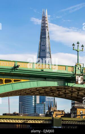 Shard, London, Themse und Southwark Bridge - Stockfoto