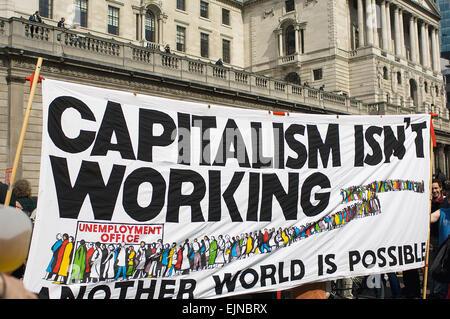 Die G20-finanzielle Fools Day-Protest vor der Bank of England beteiligt viel Gewalt aber nicht von diesen Demonstranten. - Stockfoto