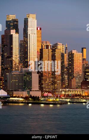 Midtown Manhattan über den Hudson River, New York, Vereinigte Staaten von Amerika - Stockfoto