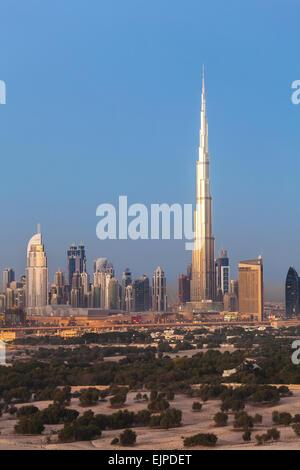 Vereinigte Arabische Emirate, Dubai, Burj Khalifa und neue Skyline, moderne Architektur und Wolkenkratzer - Stockfoto