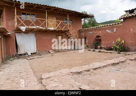 Peru, Urubamba-Tal, Quechua Dorf von Misminay.  Innerhalb einer Wohn Verbindung. - Stockfoto