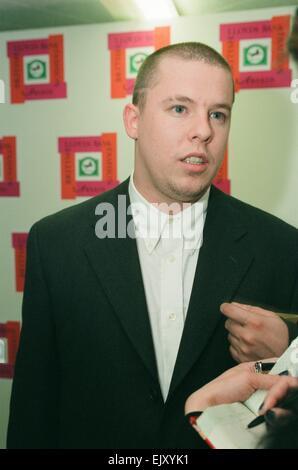 Alexander McQueen nach seiner Ernennung zum British Designer of The Year bei den Lloyds Bank British Fashion Awards - Stockfoto