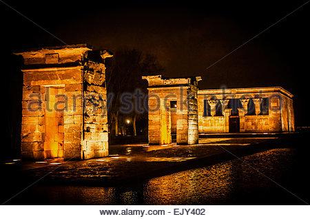 Tempel von Debod bei Nacht InMadrid, Spanien - Stockfoto