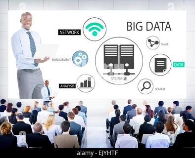 Geschäftsleute in einem Big-Data-Seminar - Stockfoto
