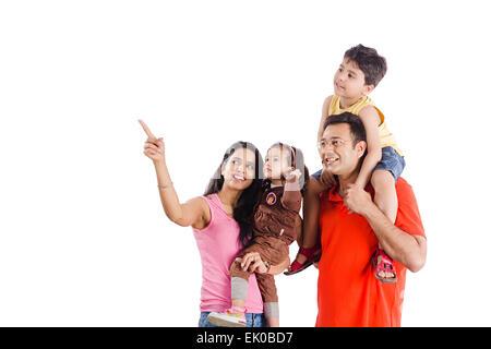 indische Eltern und Kinder genießen - Stockfoto
