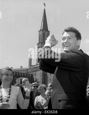 ITAR-TASS: UDSSR, MOSKAU. Französischer Schauspieler Jean Marais in der 3. Moscow International Film Festival MIFF. - Stockfoto
