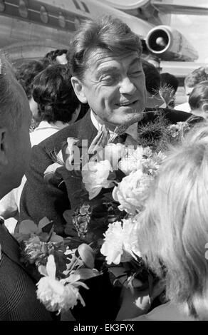 UDSSR. Französischen Schauspieler Jean Marais trifft in Moskau, der 3. internationalen Filmfestival Moskau zu besuchen. - Stockfoto