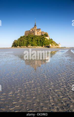 Frankreich, Manche, Mont Saint Michel Bay, Weltkulturerbe der UNESCO, Mont Saint-Michel bei Ebbe - Stockfoto