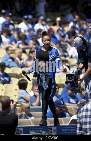 Los Angeles, Kalifornien, Vereinigte Staaten von Amerika, USA. 6. April 2015. Tinashe singt auf der Oberseite der - Stockfoto